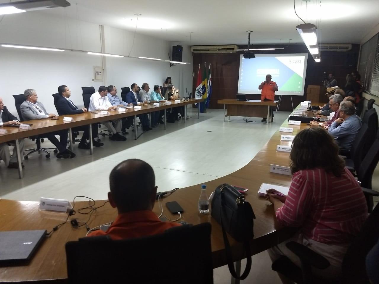 Especialistas se reúnem com moradores para detalhar investigação sobre rachaduras no Pinheiro, em Maceió - Noticias