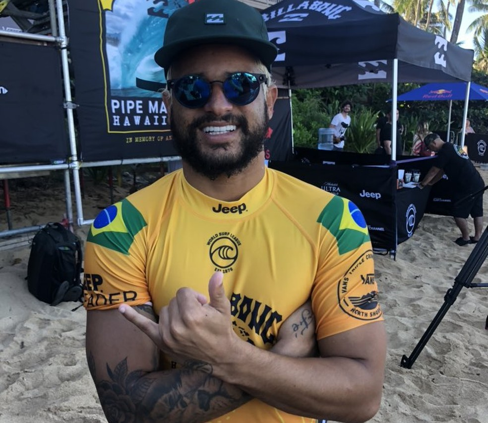 Ítalo Ferreira comemora vitória no round 3 — Foto: Breno Dines