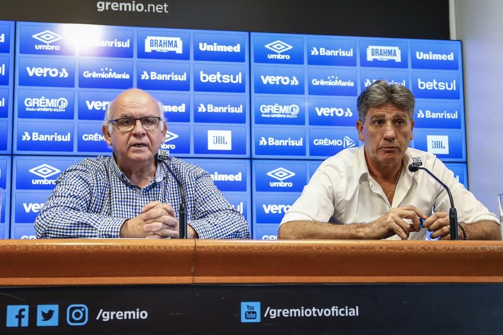 Romildo Bolzan e Renato Portaluppi, do Grêmio — Foto: Lucas Uebel/Grêmio