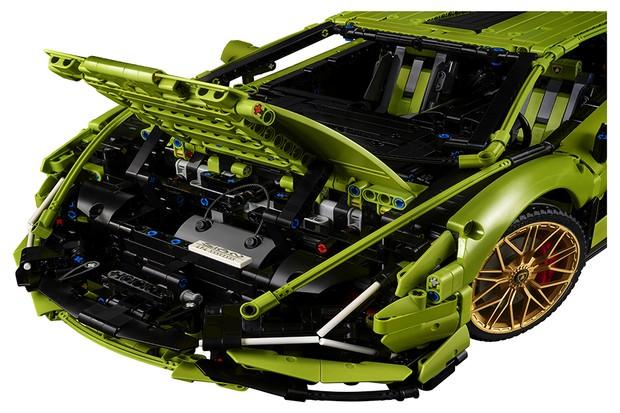 Debaixo do capô, estará uma réplica do motor V12, original do modelo (Foto: Divulgação)