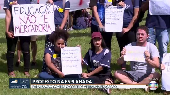 Professores de escolas públicas do DF pararam em apoio à greve nacional de um dia