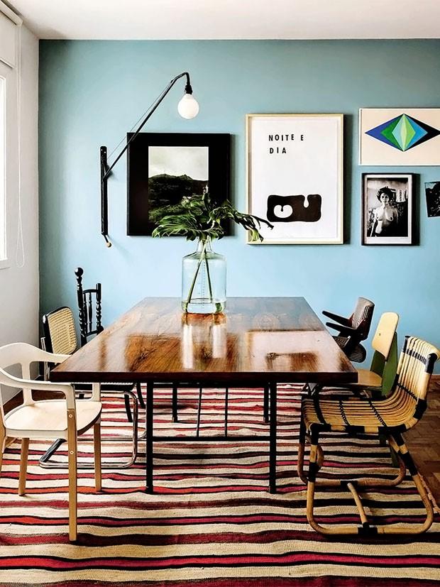 Décor do dia: sala de jantar boho e cheia de cores (Foto: RICARDO LABOUGLE)