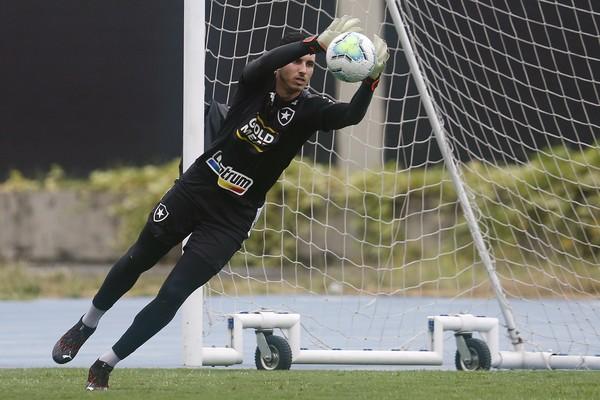 Gatito reponde críticas de Montenegro — Foto: Vitor Silva/Botafogo