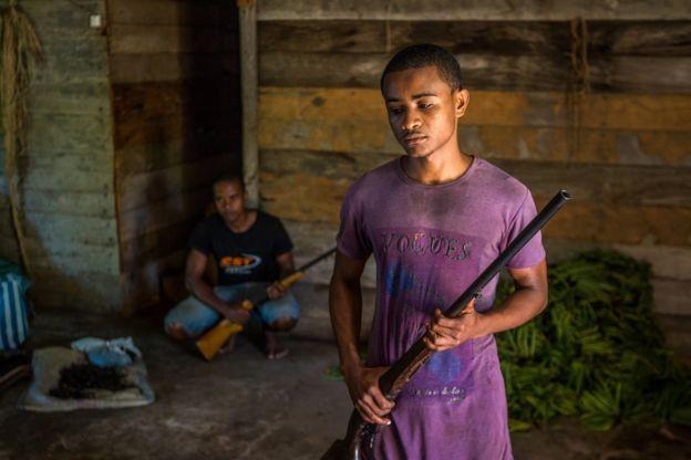 Agricultores têm se armado para proteger a safra da atuação de bandidos em Madagascar, de olho na valorização do produto (Foto: Fellipe Abreu)