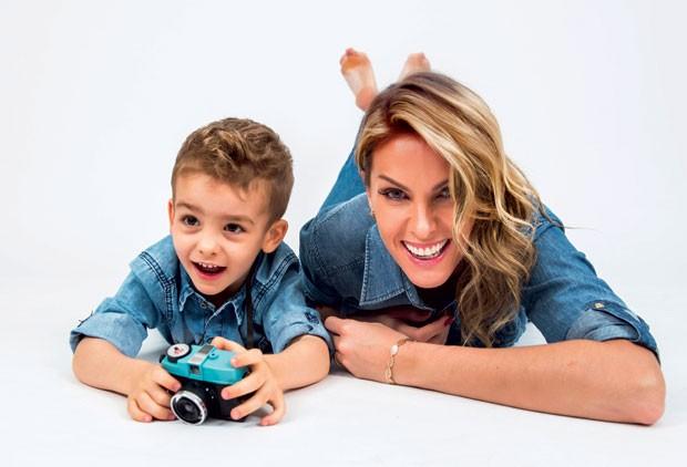 … aqui, a apresentadora ao lado do filho, Alexandre. (Foto: Reprodução/Instagram)