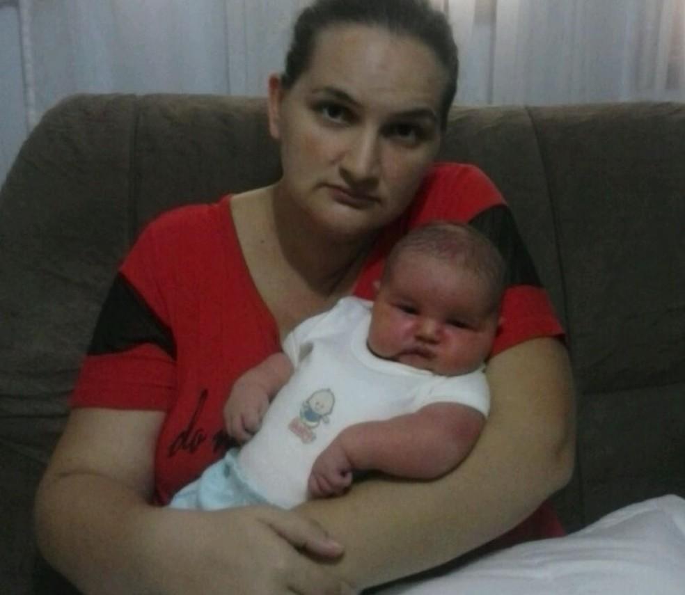 Simone com o filho Lorenzo (Foto: Arquivo pessoal)