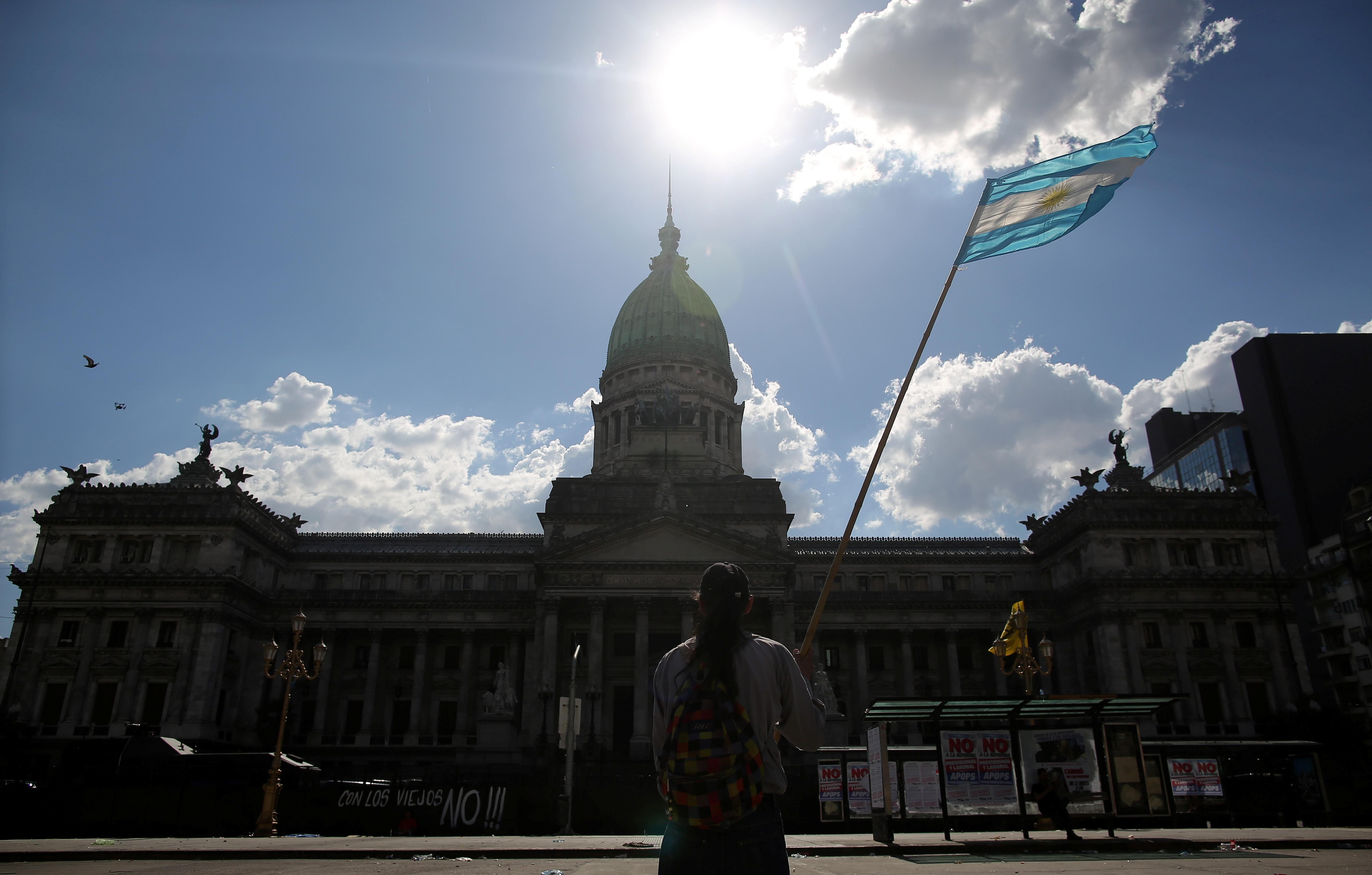 Argentina: nova lei reserva 1% dos cargos públicos para travestis, transexuais e transgêneros