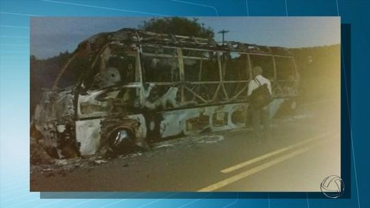 Ônibus com pacientes pega fogo a caminho de hospital em MS