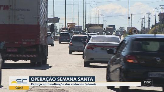 Jovem morre após bater moto em poste na BR-101 em Balneário Camboriú