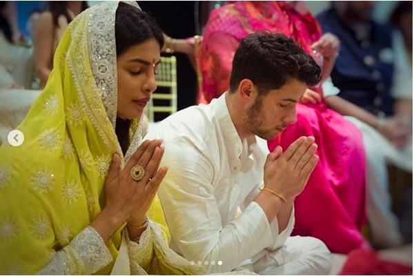 Priyanka Chopra e Nick Jonas em sua cerimônia de noivado na Índia (Foto: Instagram)