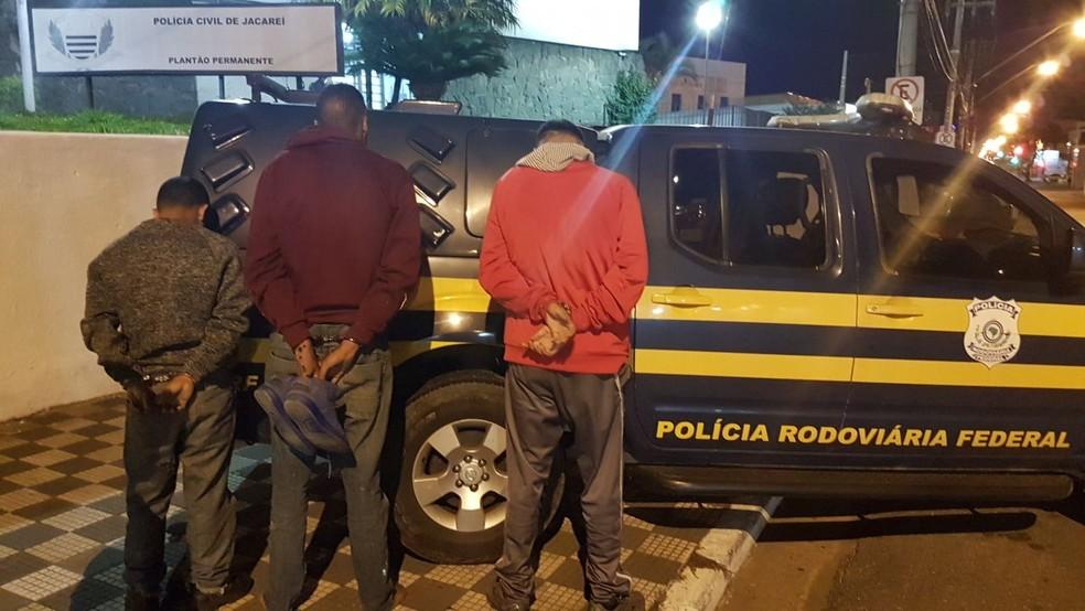 Trio suspeito de assaltos a motoristas na Dutra é detido em Jacareí (Foto: Polícia Rodoviária Federal/ Divulgação)