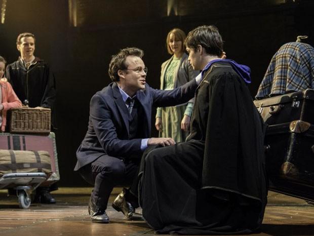 """O ator Jamie Parker como Harry Potter em cena da peça """"Harry Potter and de Cursed Child""""  (Foto: divulgação / reprodução)"""