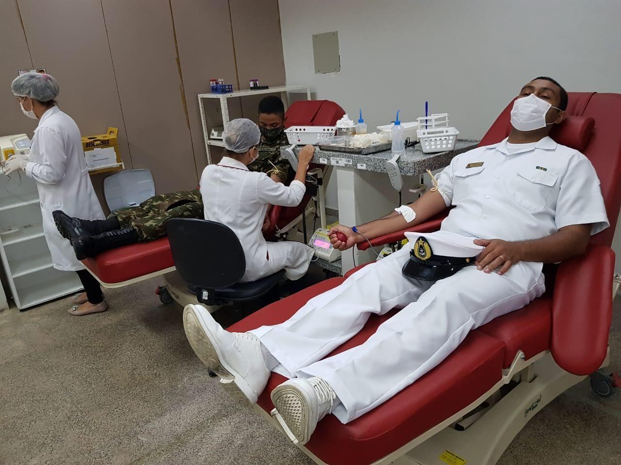 Militares das Forças Armadas fazem doação de sangue ao hemocentro de Campina Grande