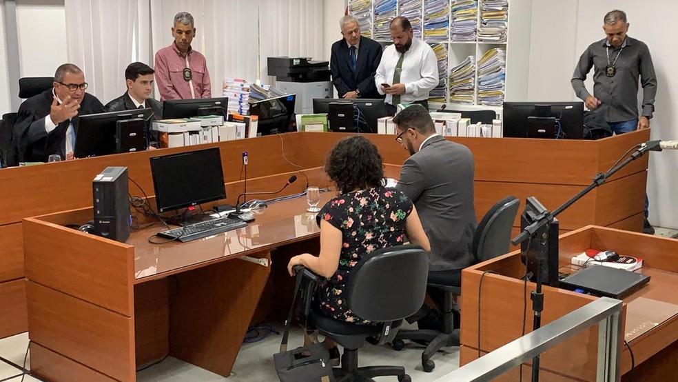 Deputada estadual Estela Bezerra foi o primeiro dos alvos de prisão preventiva ouvido na audiência de custódia em João Pessoa — Foto: Walter Paparazzo/G1