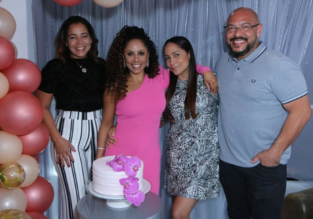 Os irmãos Elaine, Valéria, Cláudia e Caíque (Foto: Daniel Pinheiro/AgNews)