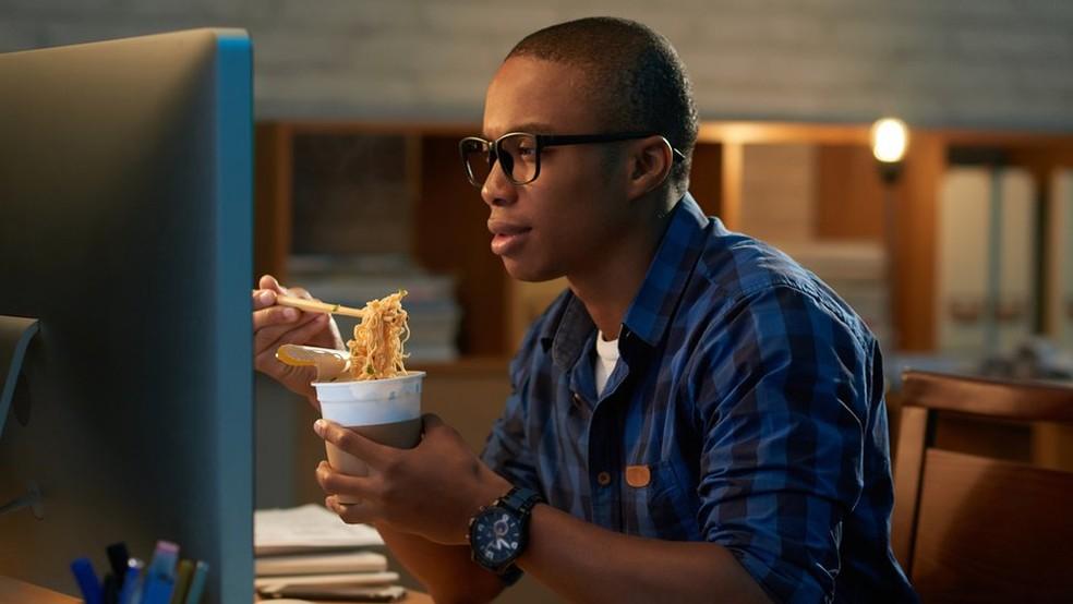 Mudanças nos horários de refeição podem melhorar a saúde e ajudar a emagrecer? (Foto: Getty Images)