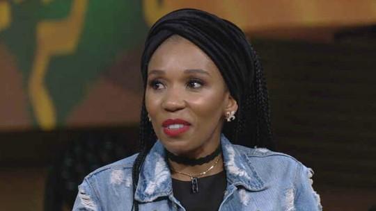 Neta de Mandela se emociona ao lembrar da negligência do avô com a família: 'Tive que aprender a perdoá-lo'
