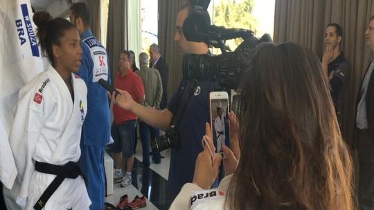 De aluna a exemplo: peso do ouro faz Rafaela Silva virar guia de judocas novatas