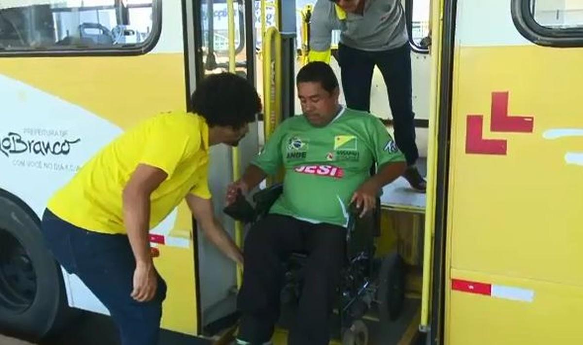 'Operação Gentileza' conscientiza população de Rio Branco sobre prioridades no transporte público