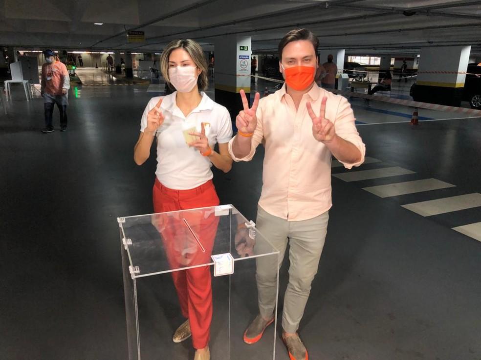 Filipe Sabará e a vice Marina Helena na convenção do Partido Novo, que oficializou a candidatura dele à Prefeitura de São Paulo. — Foto: Filipe Gonçalves/TV Globo