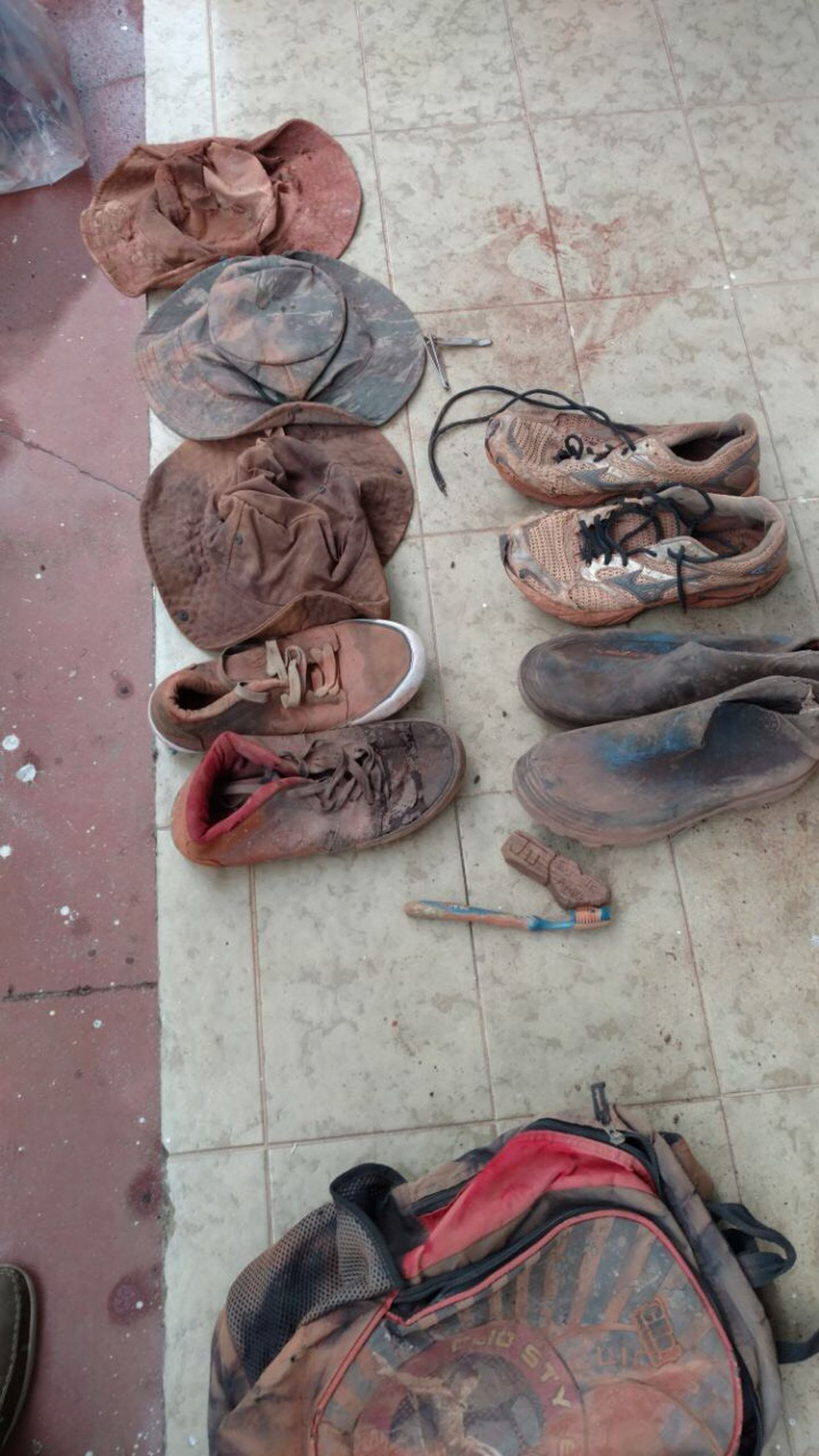 Mulher reconheceu os objetos pessoais encontrados junto com as ossadas (Foto: Polícia Civil-MT/ Divulgação)