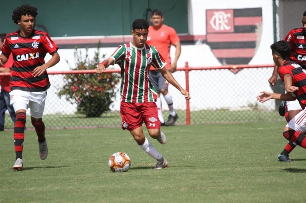 Miguel em ação contra o Flamengo pelo sub-15 — Foto: Divulgação