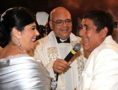 Com Padre Jorjão e sua mulher, Monica Silva, nas bodas de prata do casal, em 2011