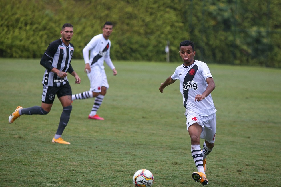 Riquelme em ação pelo time sub-20 do Vasco na atual temporada — Foto: Betinho Martins/Divulgação