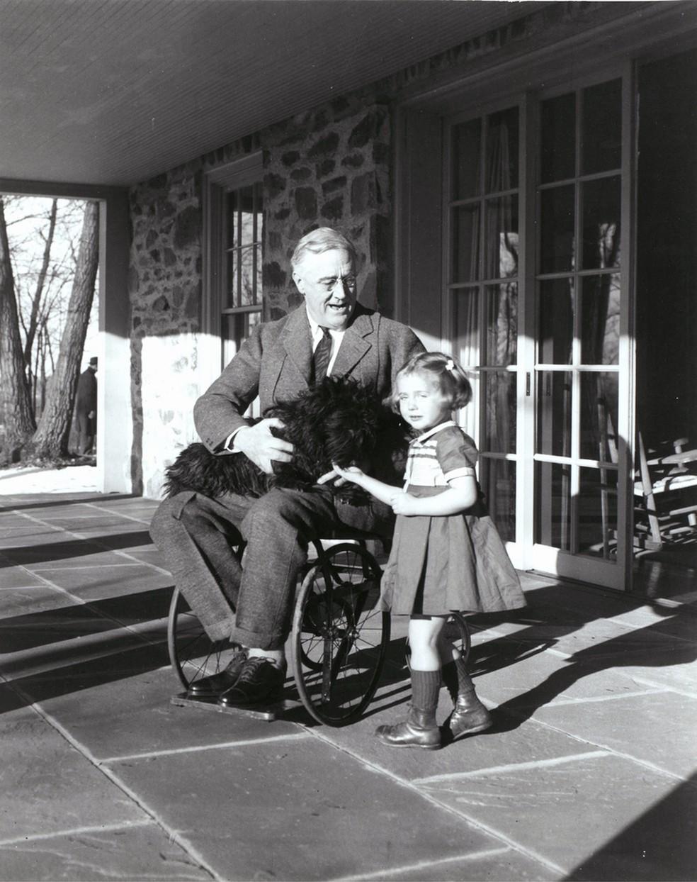 """Muitos historiadores destacam a enfermidade de Roosevelt como um importante ponto de inflexão em sua vida como político - arrogante antes de contrair a doença, ele passou a demonstrar uma personalidade humilde. (Foto:  Margaret """"Daisy"""" Suckley/1921/FDR Presidential Library & Museum)"""