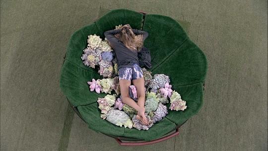 Paula dorme antes da formação de Paredão