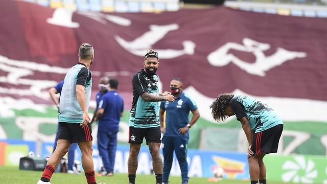 Diego, Gabigol e Willian Arão, do Flamengo, no aquecimento