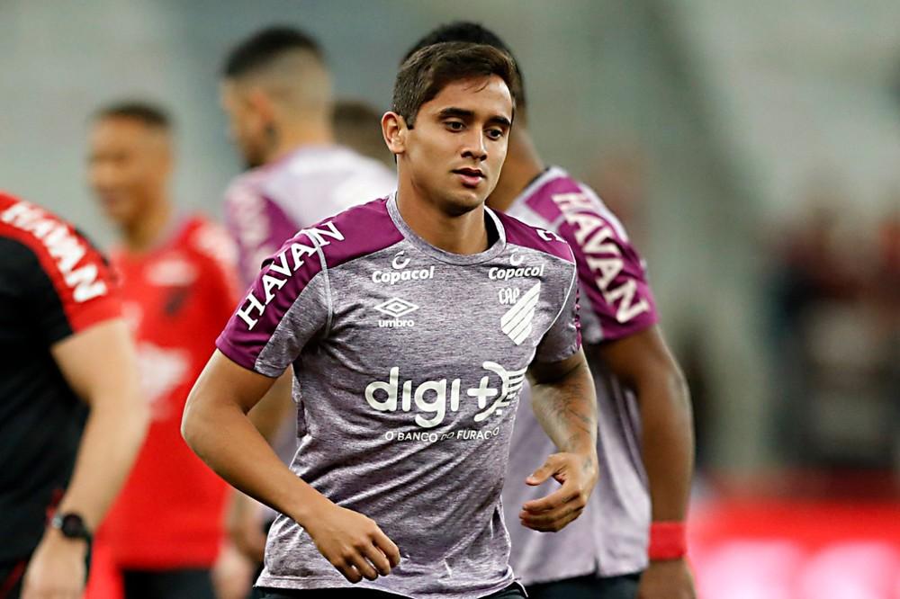 Sonho antigo do Cruzeiro, Everton Felipe chega para suprir lacunas e retomar brilho que teve no Sport