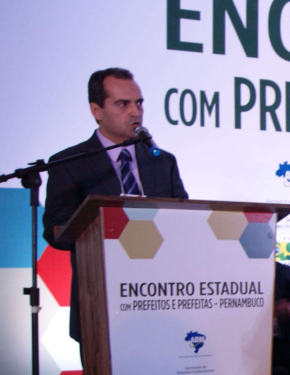 Bruno Martiniano, ex-prefeito de Gravatá (Foto: Alex Brassan/Amupe)