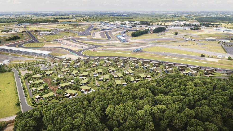 Acomodações terão vista para curva Maggotts em Silverstone  — Foto: Reprodução