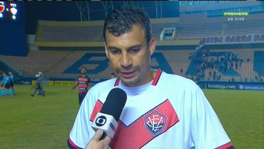 """Vitória entra na pausa da Série B na lanterna, e Neto Baiano lamenta: """"Vitória é time grande"""""""