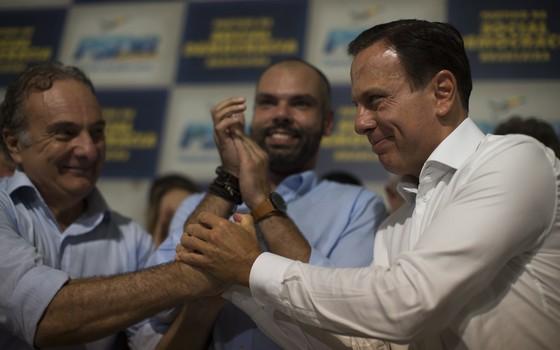 O deputado Ricardo Tripoli, o vice-prefeito Bruno Covas e o prefeito João Doria (Foto: Edilson Dantas / Agencia O Globo)