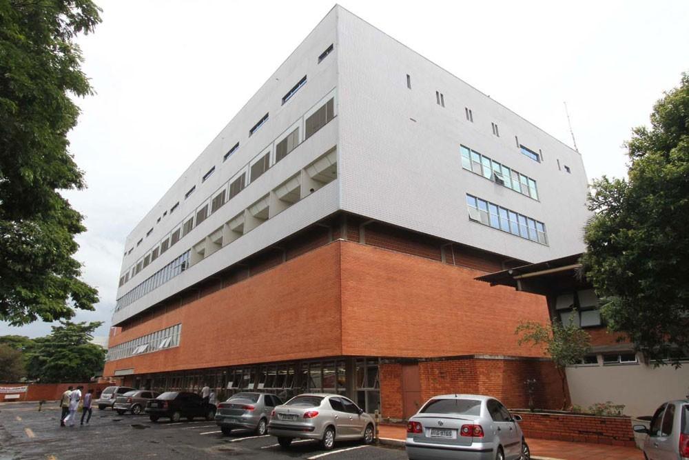 HC-UFU abre processo emergencial para contratar médicos que vão atuar no combate à Covid-19