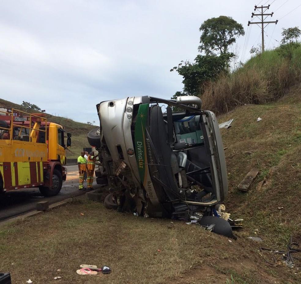 Acidente com ônibus mata duas crianças e deixa feridos na Dutra, em Paracambi (Foto: Anderson Sobrinho/TV Rio Sul)