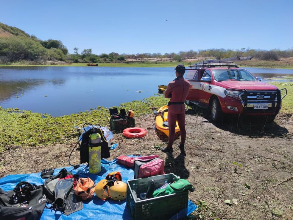 Após mais de 24 horas de buscas, um dos corpos foi encontrado na manhã desta segunda-feira (2). — Foto: Corpo de Bombeiros/Divulgação