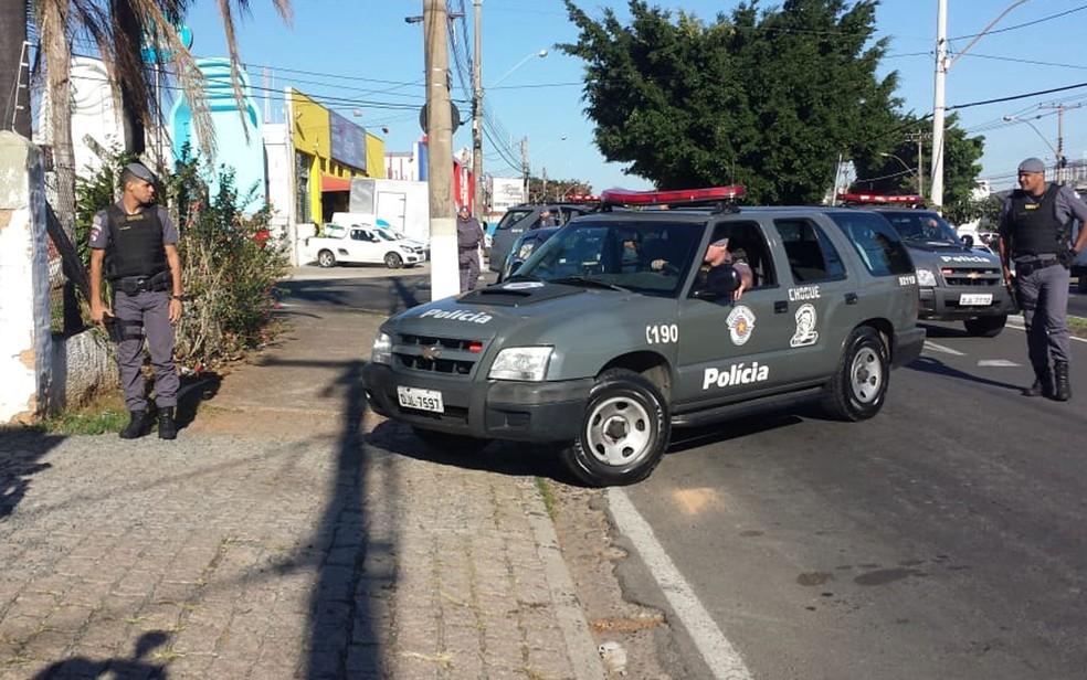 Viaturas do Choque chegam à 2ª Seccional de Campinas, nesta terça-feira (14) (Foto: Lícia Mangiavacchi/EPTV)