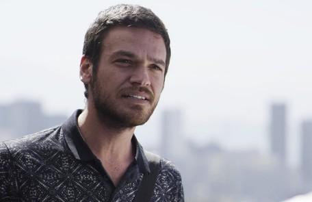 Na terça (1°), Rubinho (Emilio Dantas) vai fugir da prisão acompanhado de Bibi (Juliana Paes) Reprodução