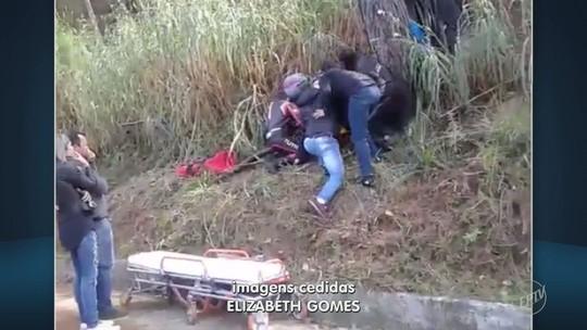 Motociclista fica em estado grave após bater em barranco em Serra Negra