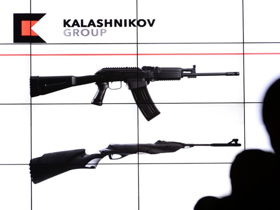 Produtos do grupo Kalashnikov (Foto: Vasily Maximov / AFP)