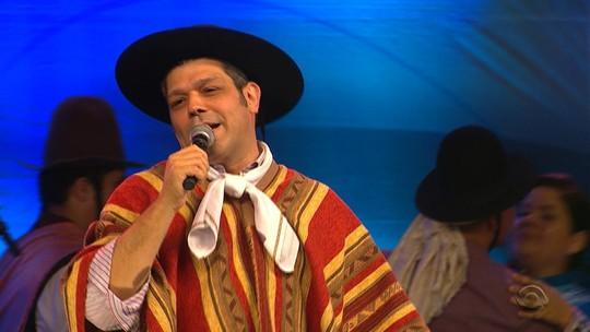 Joca Martins canta 'Liga Esse Rádio' com exclusividade para o site do 'Galpão'