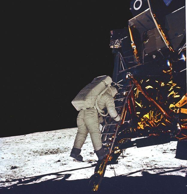 'Bela vista', disse Aldrin ao caminhar sobre a Lua (Foto: nasa)