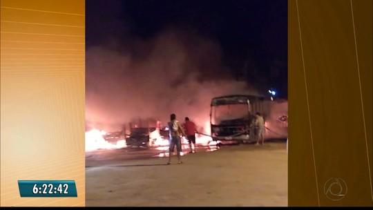 Incêndio destrói cinco ônibus escolares da prefeitura de São Bento, na Paraíba