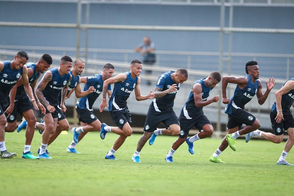 Grupo do Grêmio corre atrás de reação — Foto: Lucas Uebel/Grêmio