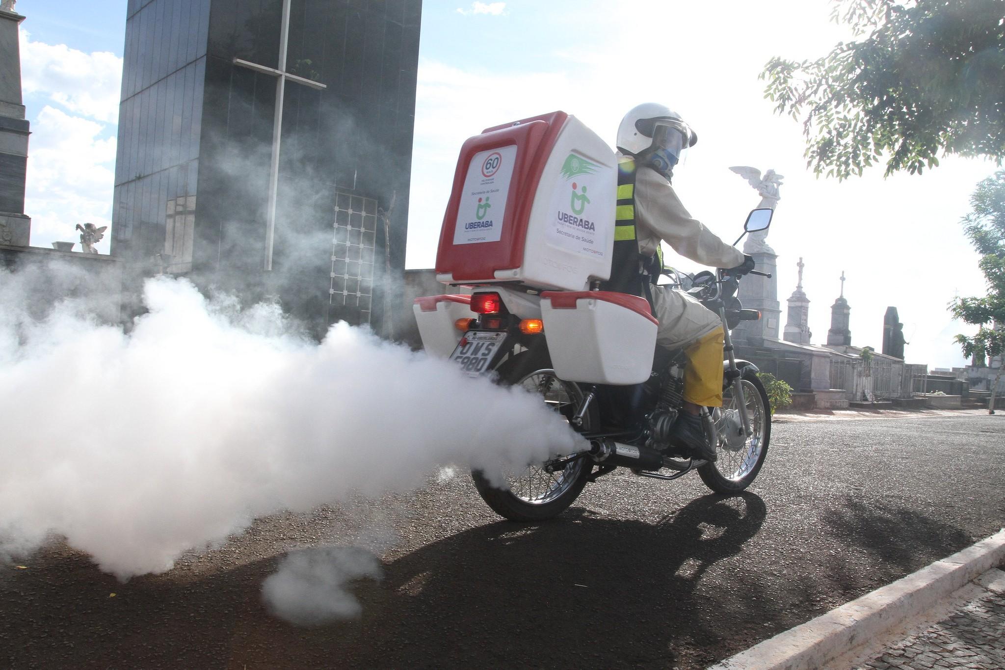 Motofogs percorrem regiões próximas a unidades de saúde em Uberaba