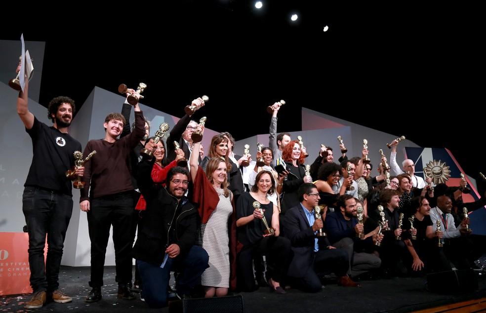Vencedores da 45ª edição do Festival de Cinema de Gramado (Foto: Diego Vara / Pressphoto)