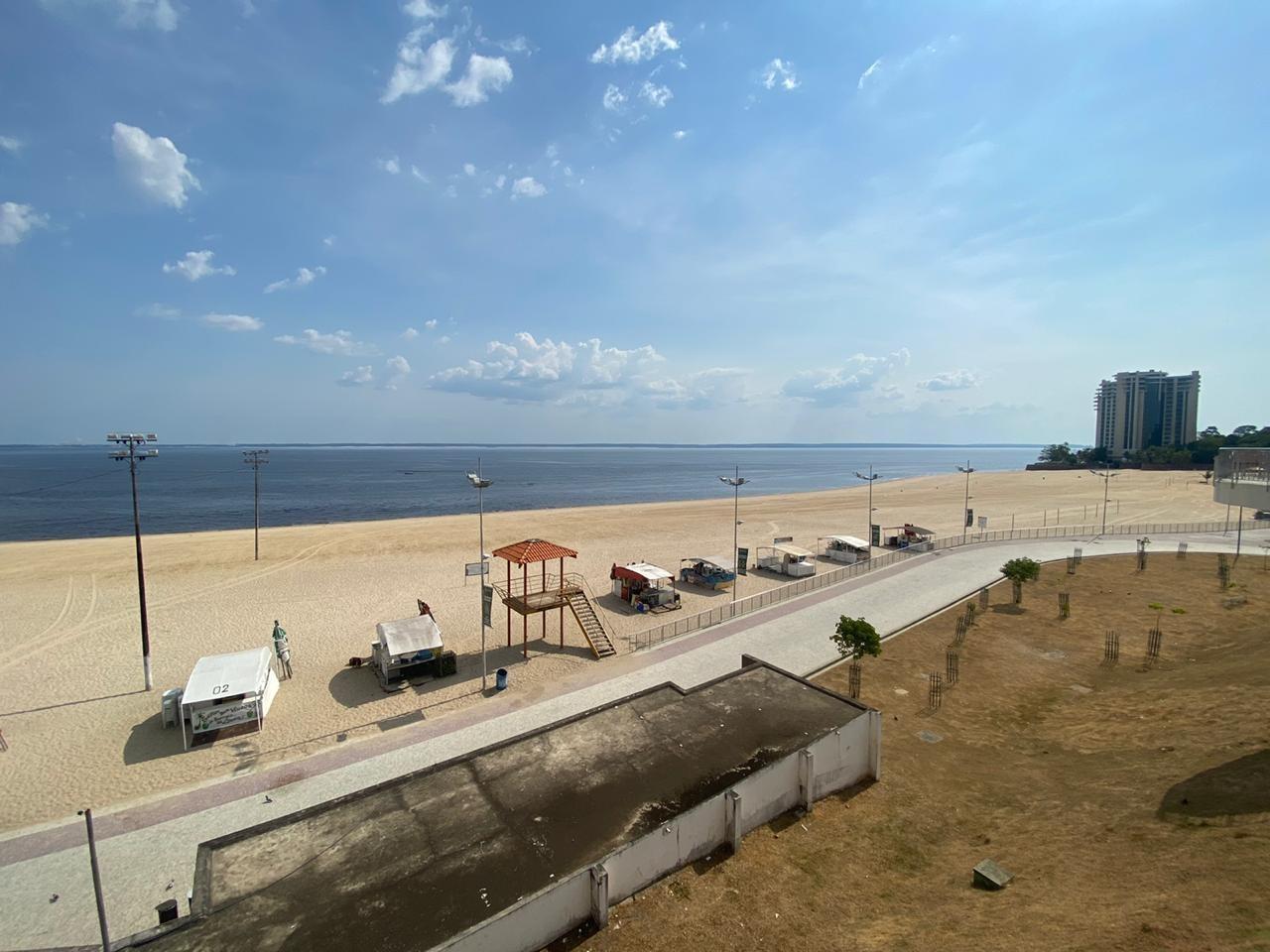 Ponta Negra fica 'vazia' no primeiro domingo após nova interdição em Manaus